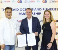 (l-r) Geronimo Silvestre, USAID Oceans; Gerbrand Schalkwijk, Inmarsat; and Angela Hogg, USAID Regional Development Mission for Asia's Regional Environment Office
