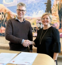 Kongsberg Maritime's Bjørn Jalving and the Norwegian Society for Sea Rescue's Rikke Lind signed the cooperation agreement on Friday December 6, 2019
